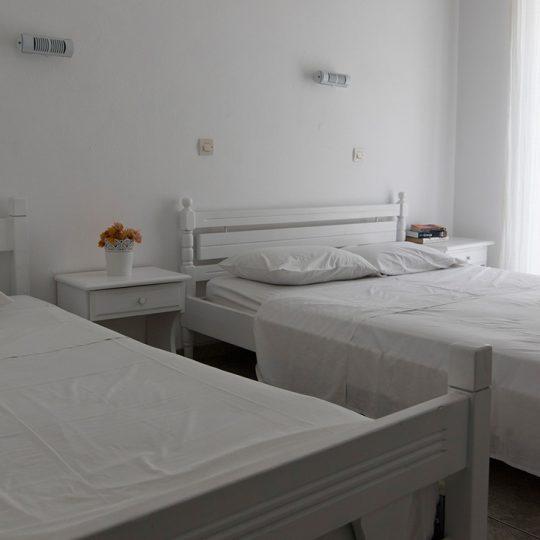http://winter1c.hotel-sites.bookoncloud.com/wp-content/uploads/sites/104/2018/02/economy-triple-003-540x540.jpg